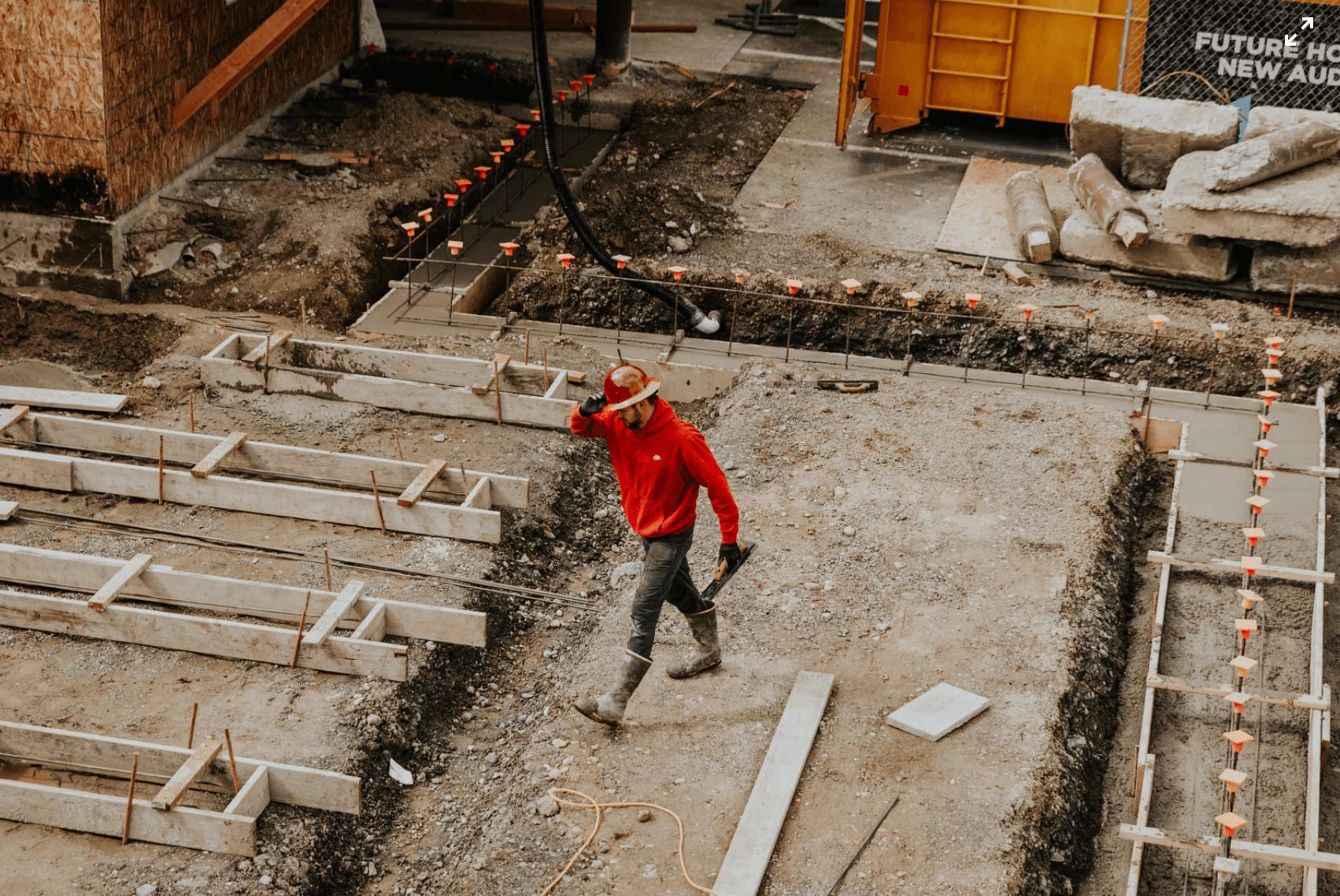 homme sur un chantier BTP