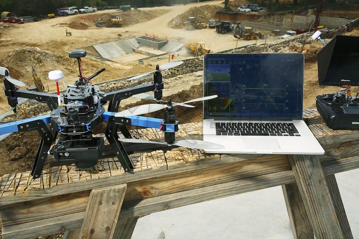 drone sur un chantier btp