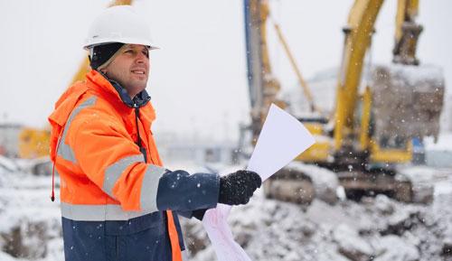 équipement sur chantier en hiver